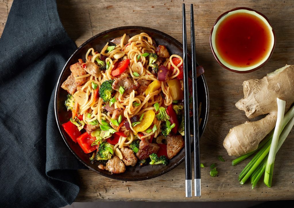 noodles-with-meat-and-vegetables-PFLXE6Q-min